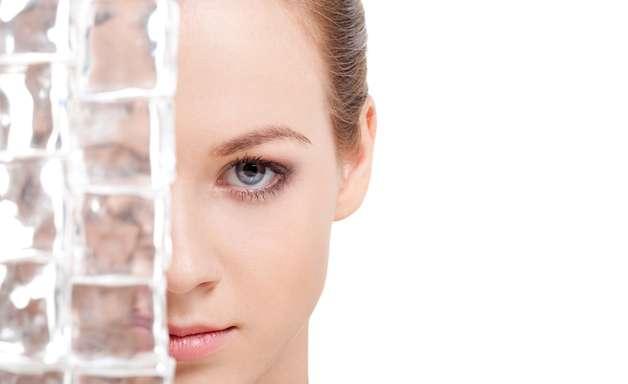 Veja como usar o gelo para deixar sua pele mais bonita