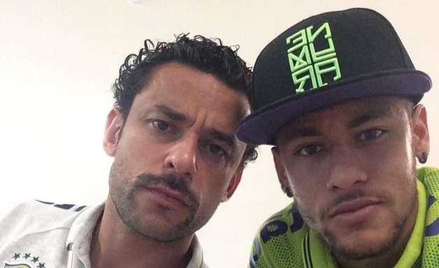 Entre bigode e afagos, Neymar e Fred afinam dupla de 23 gols