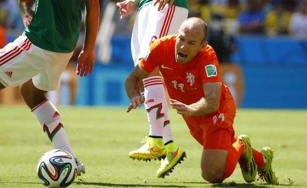 """Costa Rica teme """"piscinazos"""" de Robben e cogita até expulsão"""