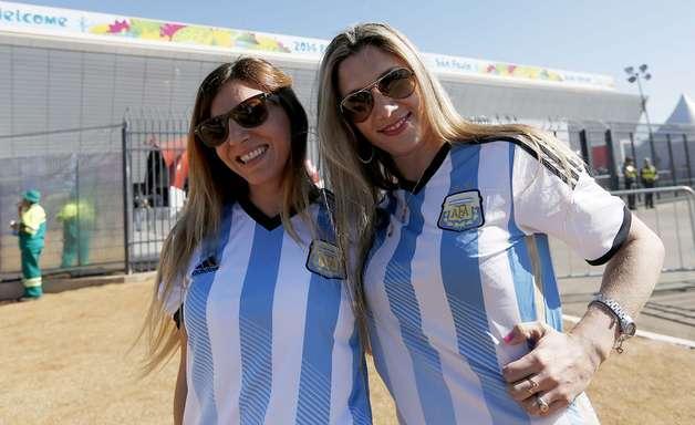 Torcida de Argentina x Suíça 'invade' Arena Corinthians