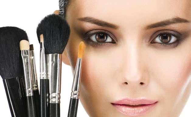 Inovadoras, maquiagens controlam oleosidade e até flacidez