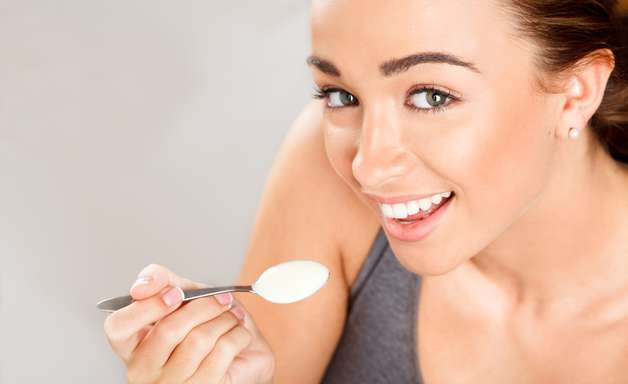 Iogurte ajuda a hidratar, esfoliar e manter a pele jovem