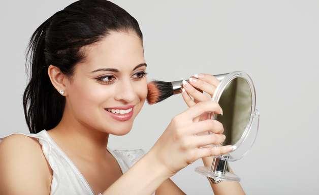 Erros de maquiagem deixam a pele com aspecto envelhecido