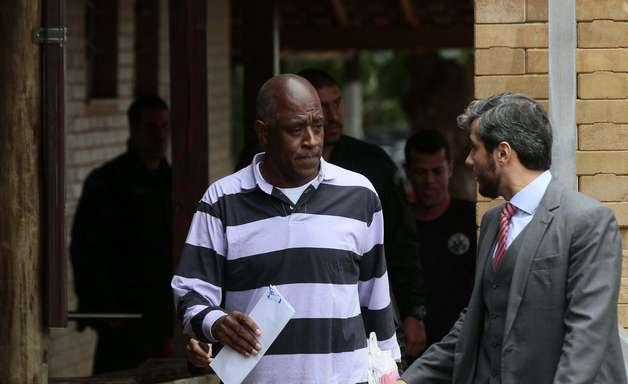 Suspeito de chefiar máfia dos ingressos deixa prisão no Rio
