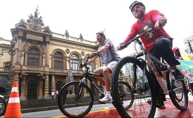 Padilha tenta embalar campanha com ciclovias de Haddad em SP