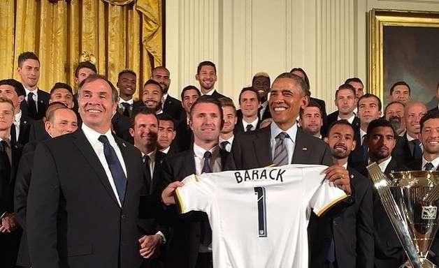 Barack Obama recebe campeão da MLS e defende atleta gay