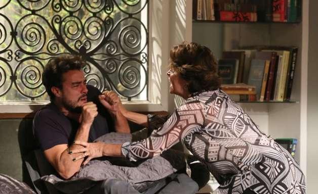 """'Império': Enrico surta e mãe chama chef de """"frouxo"""""""