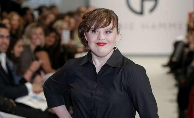 Pela primeira vez, atriz com síndrome de Down desfila em NY