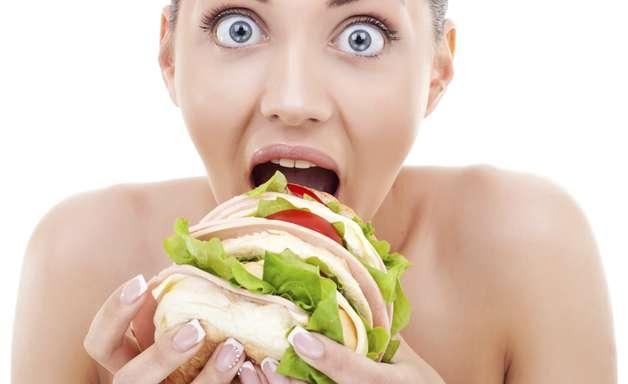 Tá com fome? Confira 11 hábitos que aumentam o apetite