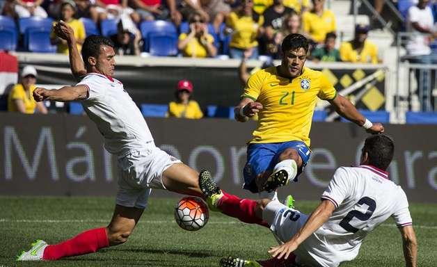 Gol de Hulk no início dá vitória ao Brasil sobre Costa Rica