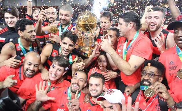 Flamengo atropela Bauru em casa e conquista o penta do NBB