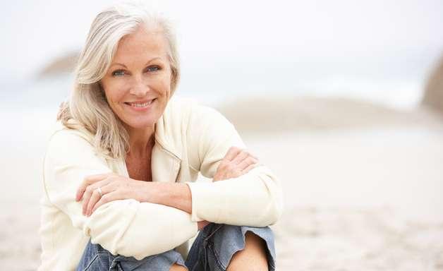 Sete dicas para cuidar dos cabelos brancos e grisalhos
