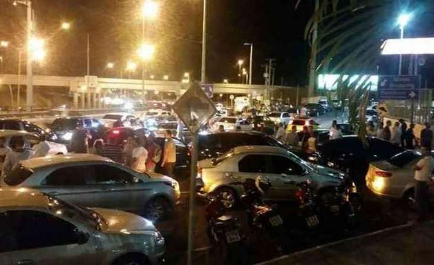 Motorista do Uber é esfaqueado em briga com taxistas em BH
