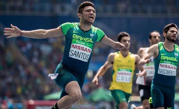Petrúcio bate recorde mundial e leva ouro nos 100m rasos