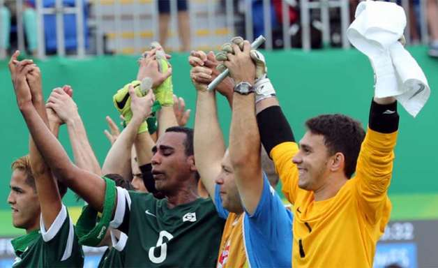 'Melhor do que Neymar', Jeffinho elogia torcida inédita