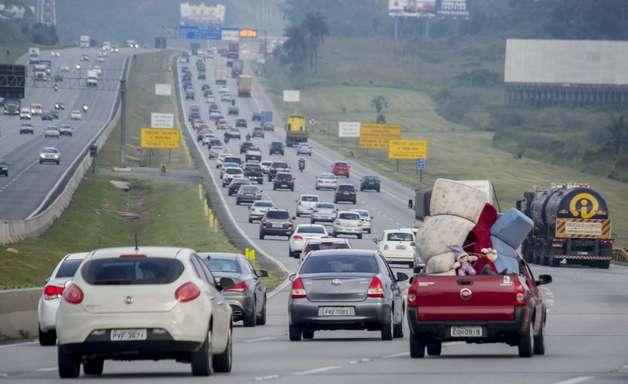 Rodovias de acesso ao litoral seguem congestionadas em SP