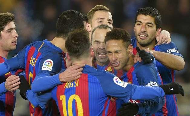 """Neymar decide, Barça quebra """"maldição"""" e fica perto da semi"""
