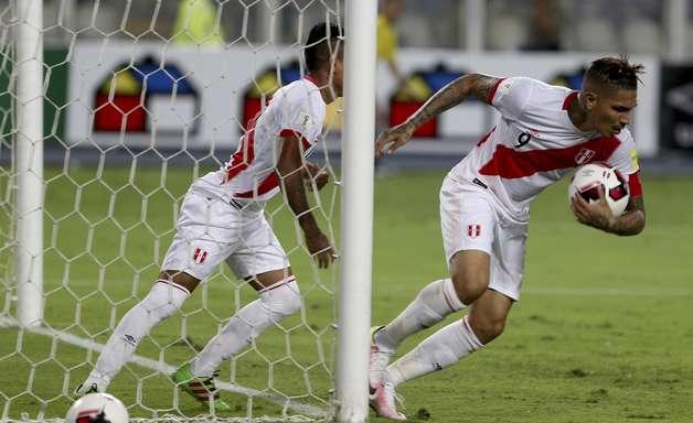 Guerrero evita derrota contra Venezuela e mantém Peru vivo