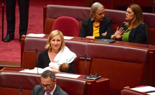 Deputada australiana amamenta durante sessão no Parlamento e gera debate sobre direito das mulheres