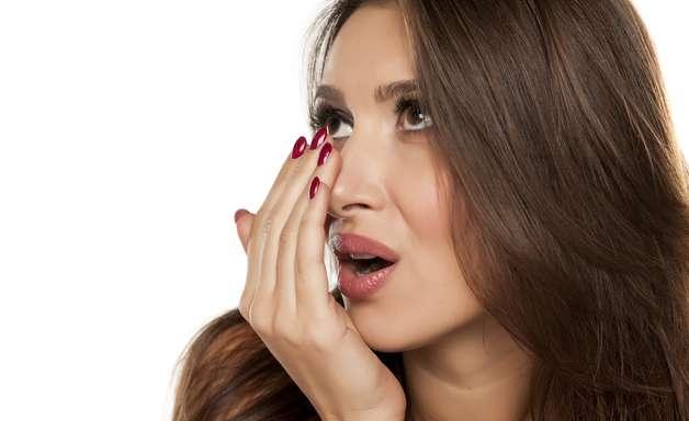 Desintoxicar o intestino também ajuda a tratar o mau hálito
