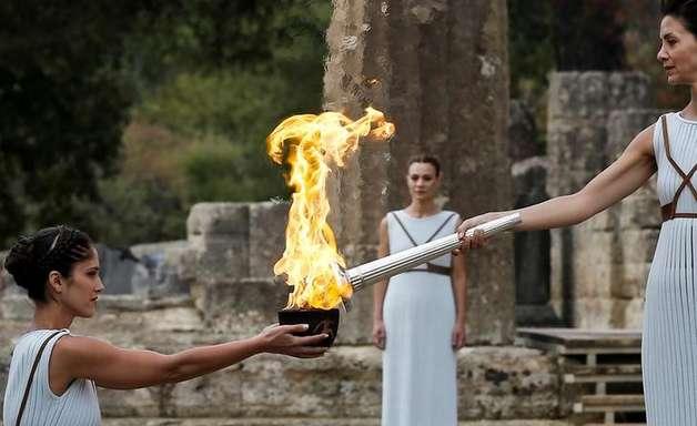 Tocha dos Jogos de Inverno de 2018 é acesa na Olímpia antiga