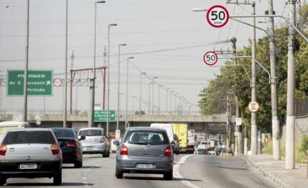 Prefeitura de SP passa a medir velocidade média de veículos