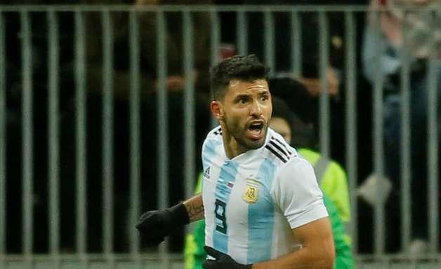 Susto! Aguero desmaia em intervalo do amistoso da Argentina