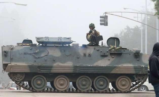 O que está acontecendo no Zimbábue e com Mugabe, o presidente mais velho do mundo