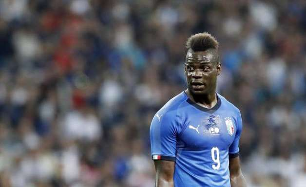 "Alvo de racismo, Balotelli pede Itália ""mais aberta"""