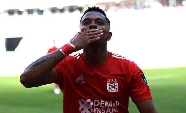 Em grande estilo, Robinho encerra jejum de gols e garante vitória na Turquia