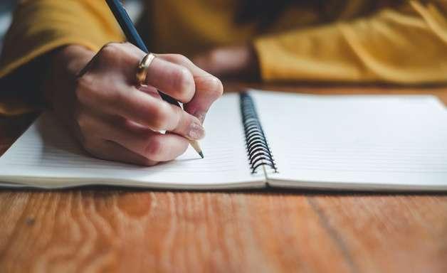 Redação do Enem: as lições e dicas de três estudantes que conseguiram tirar nota mil