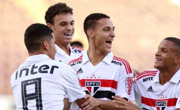 São Paulo faz 5 a 2 no Guarani e volta à final da Copinha