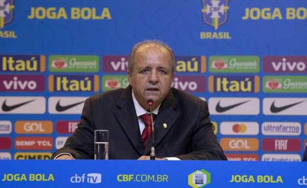 Seleção feminina embarca para a disputa da Copa do Mundo