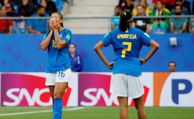 Seleção sem Marta, Formiga e Cristiane vira presa fácil