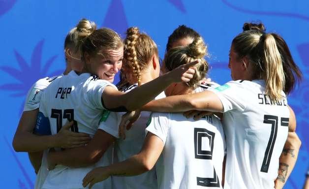 Alemanha decide no 1º tempo, vence Nigéria e vai às quartas