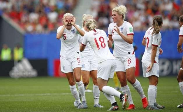 Com VAR polêmico, Inglaterra vence Camarões e vai às quartas