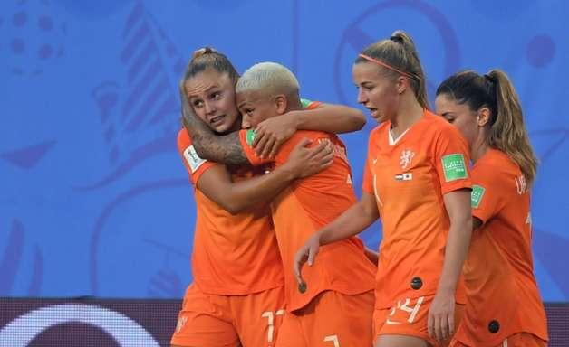 Pênalti no final dá vitória à Holanda contra o Japão na Copa