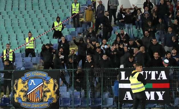 Polícia da Bulgária prende seis por ofensas racistas em jogo