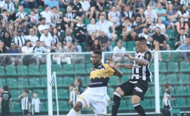 Léo Gamalho faz dois e Criciúma arranca empate no fim contra o Figueirense
