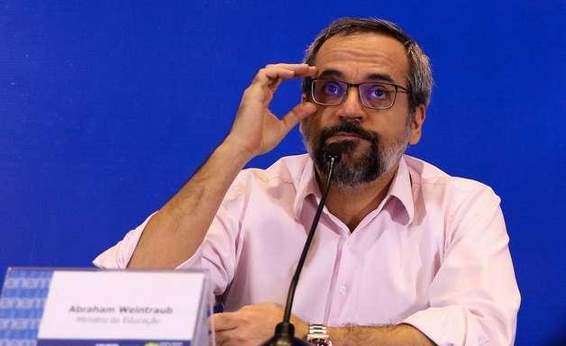 Vazamento de foto do Enem não causou dano, diz ministro