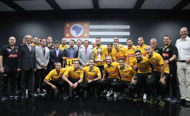 Tricampeão mundial, Magnus Futsal visita Palácio dos Bandeirantes