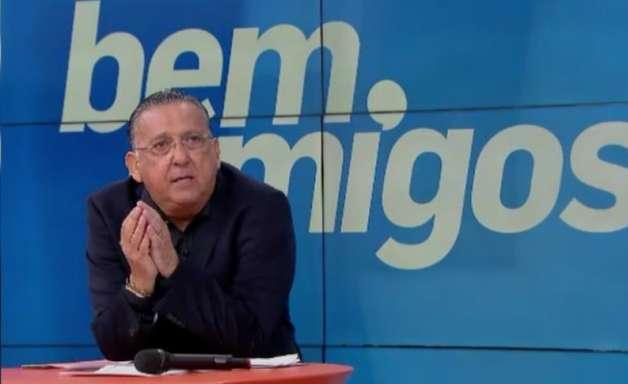 Galvão Bueno polemiza ao criticar lateral do Liverpool