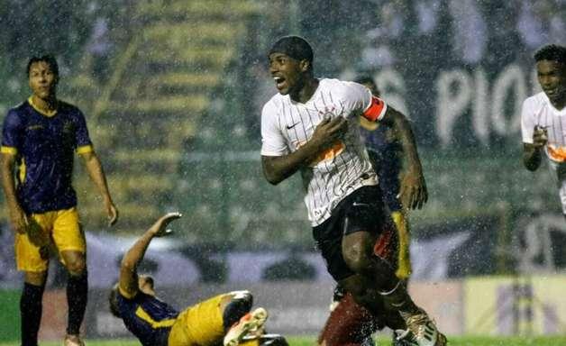 Corinthians desencanta no fim e vence o Retrô-PE na estreia