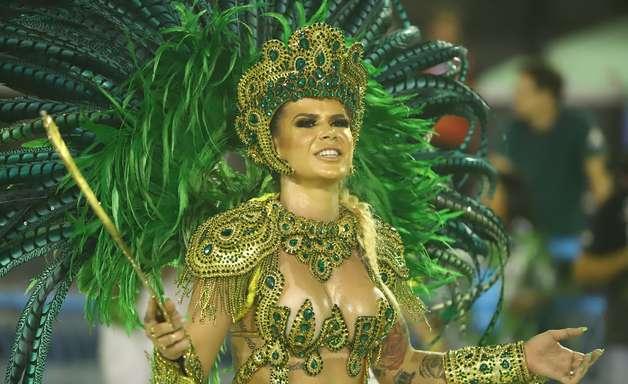 Desfiles das escolas de samba no Rio. Confira as fotos!