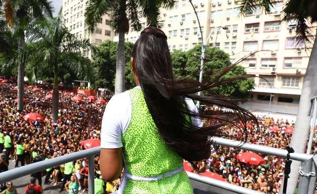Ludmilla ferve Rio de Janeiro em bloco