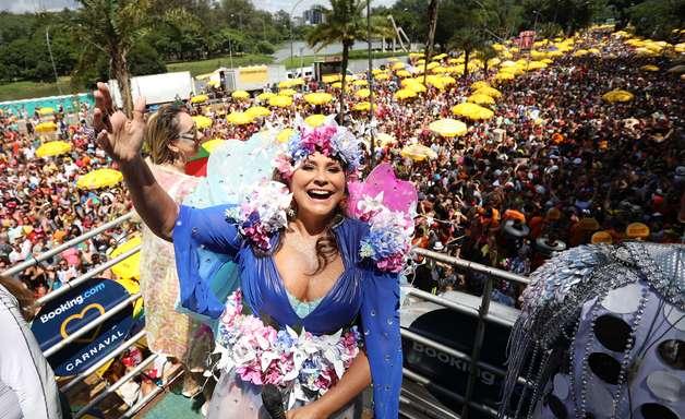 Galo da Madrugada 'invade' São Paulo com frevo