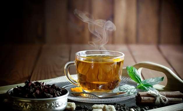 Dicas de chás caseiros para desinchar, segundo especialista