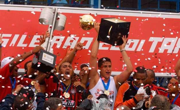 Globo vai passar São Caetano x Athletico pela final do Brasileirão de 2001: quando será, horário e mais