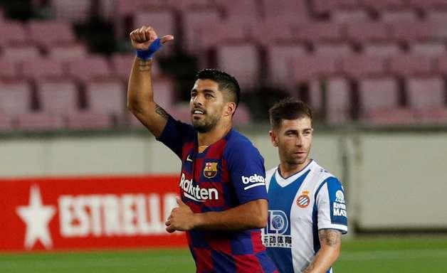 Com gol chorado, Barça rebaixa rival e segue na cola do Real