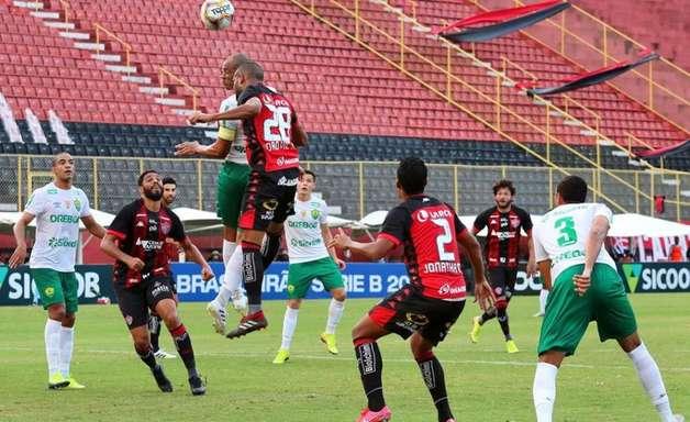 Em jogo com três expulsões, Vitória vence e tira invencibilidade do Cuiabá na Série B